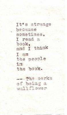 Es extraño porque a veces, leo un libro, y pienso que soy las personas del libro.