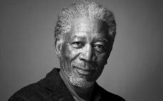 Morgan Freeman como Thaddeus Bradley.